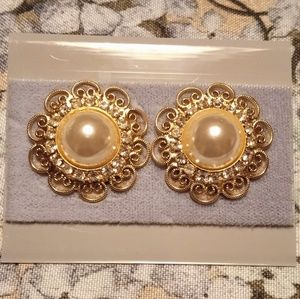 Pearl and Gold filigree earrings
